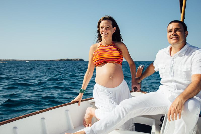 fotografo-embarazo-menorca-playa-mongofre-bosque-pareja-17