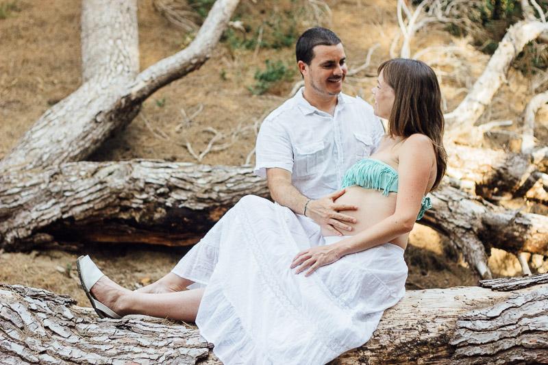 fotografo-embarazo-menorca-playa-mongofre-bosque-pareja-27