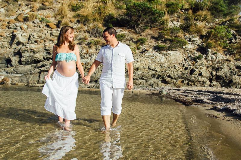 fotografo-embarazo-menorca-playa-mongofre-bosque-pareja-38