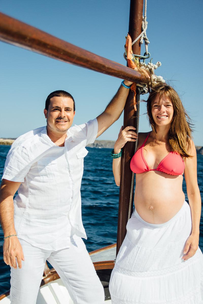 fotografo-embarazo-menorca-playa-mongofre-bosque-pareja-4