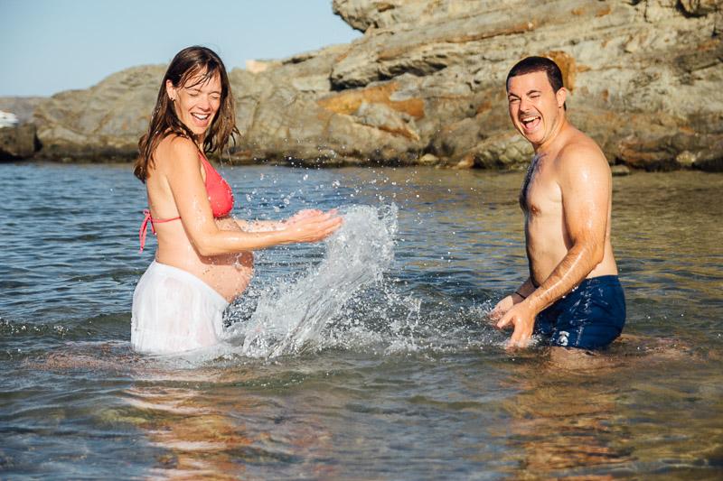 fotografo-embarazo-menorca-playa-mongofre-bosque-pareja-42